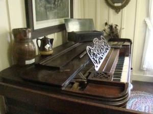 Square Grant Piano