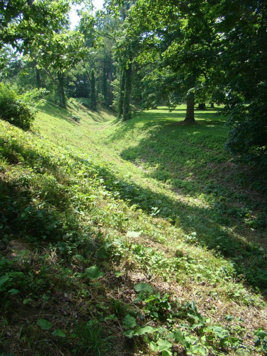 An eight foot wall and 5 foot deep ditch created the Great Circle.