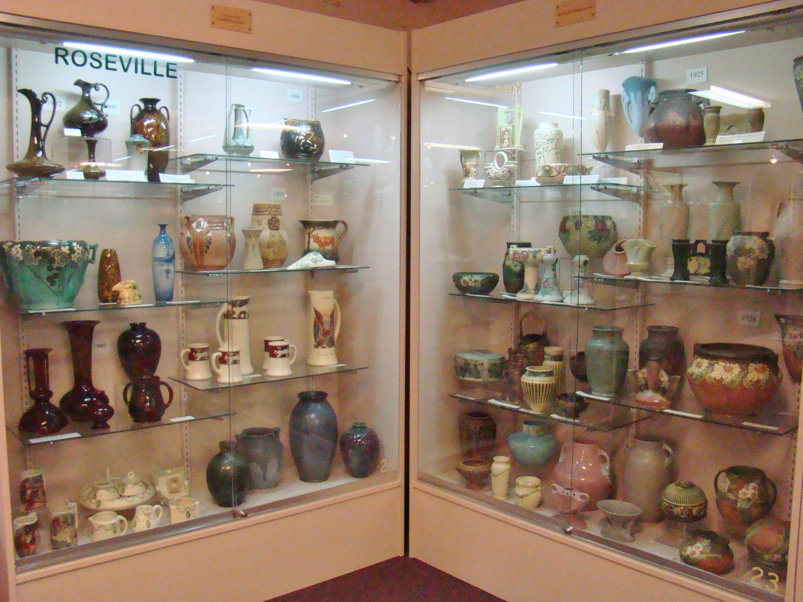 zma-roseville-pottery