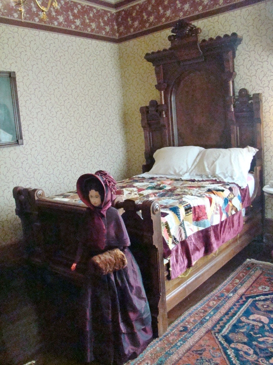 Barnesville Bed with Doll
