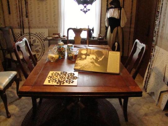 Frieda Table 2