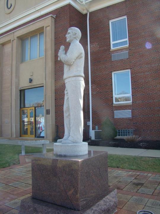 Sarris Perry Como Statue