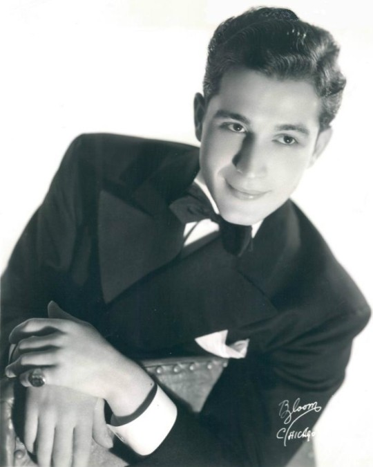 Perry_como_1939_ Ted Weems Orchestra by Bloom