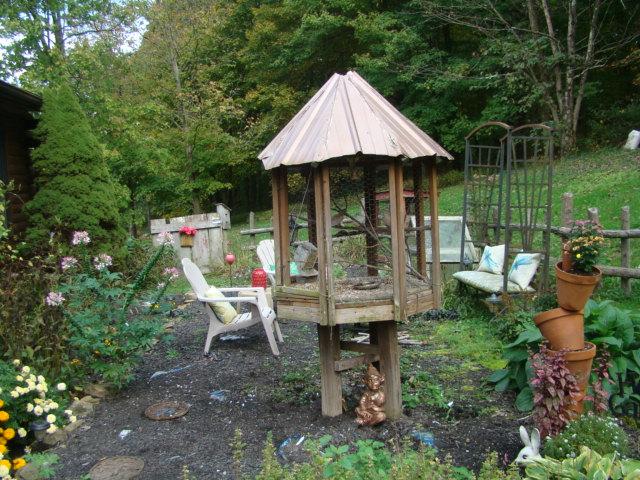 Julia Garden with Doves