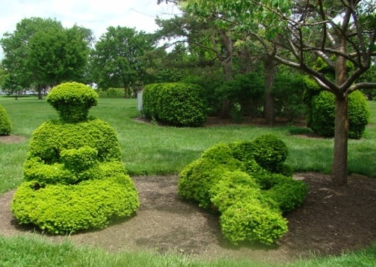 Topiary - Relaxing under the tree