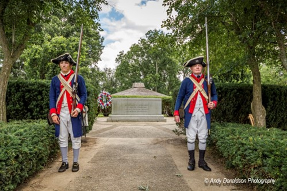 Fort Laurens soldiers guarding tomb